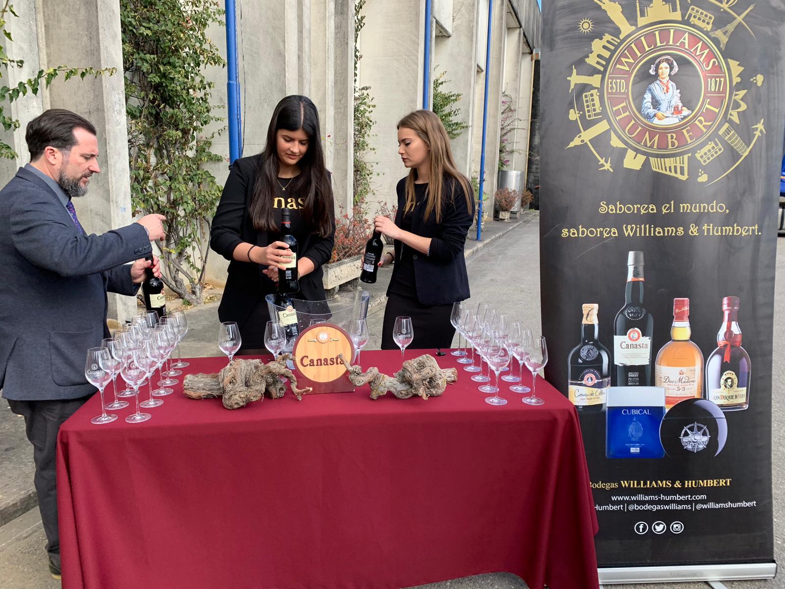 Presentación De La Calle Hosteleros De Sevilla De Las Bodegas Williams & Humbert